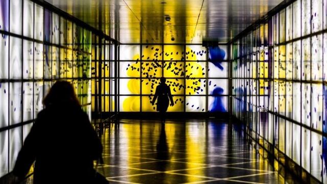 Yellow light room