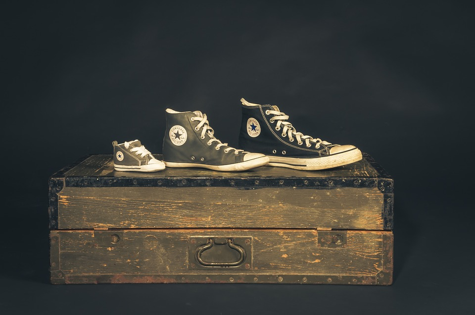 sneakers-on-box